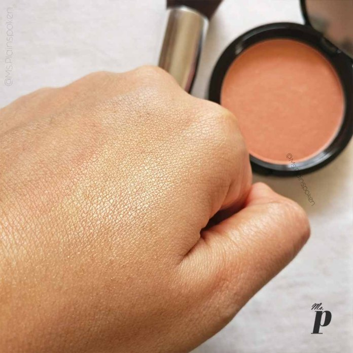 NYX Highlighter Illuminator Magnetic Review Swatches on dark skin_ swatch close up natural light