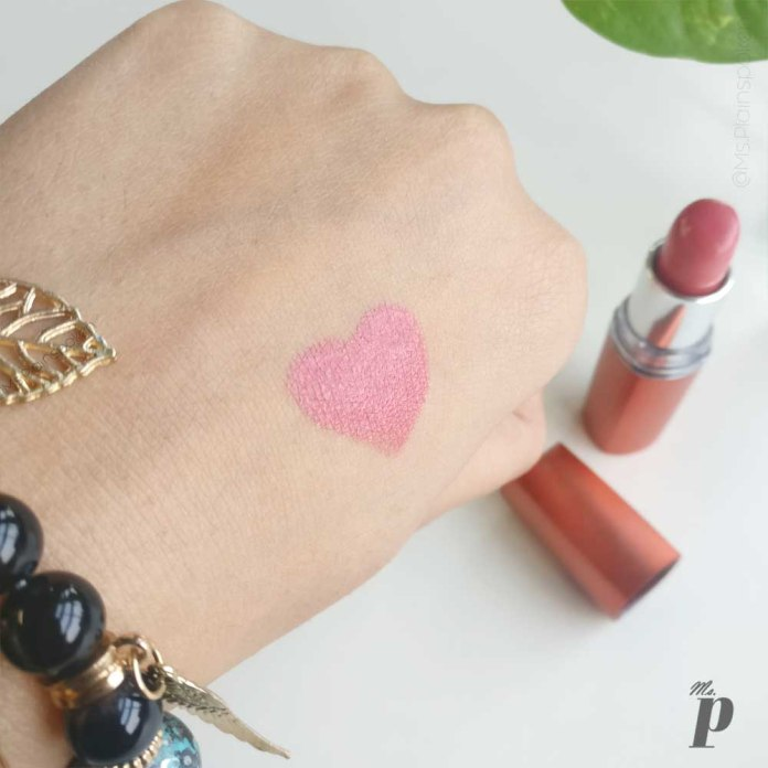 maybelline colour sensational moisture extreme lipstick shade coral pink CB41 swatches and review 1 (5)