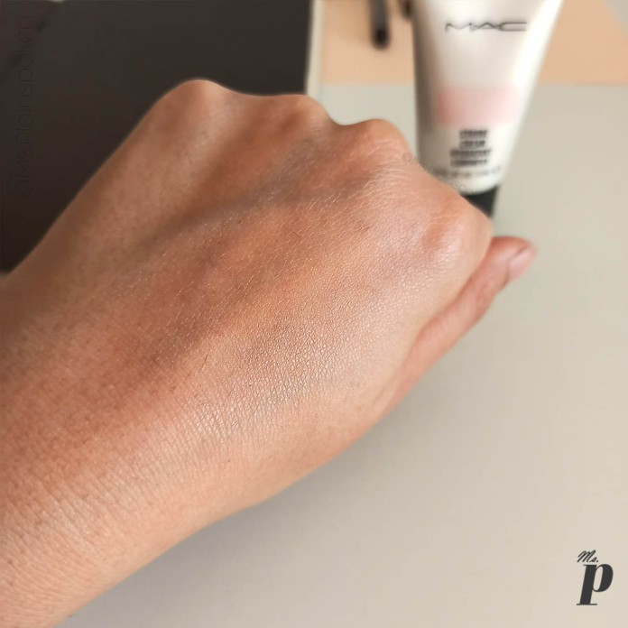 MAC Cosmetics Strobe Cream Review and Swatches on Indian Skin _pinklite upon blending(9)