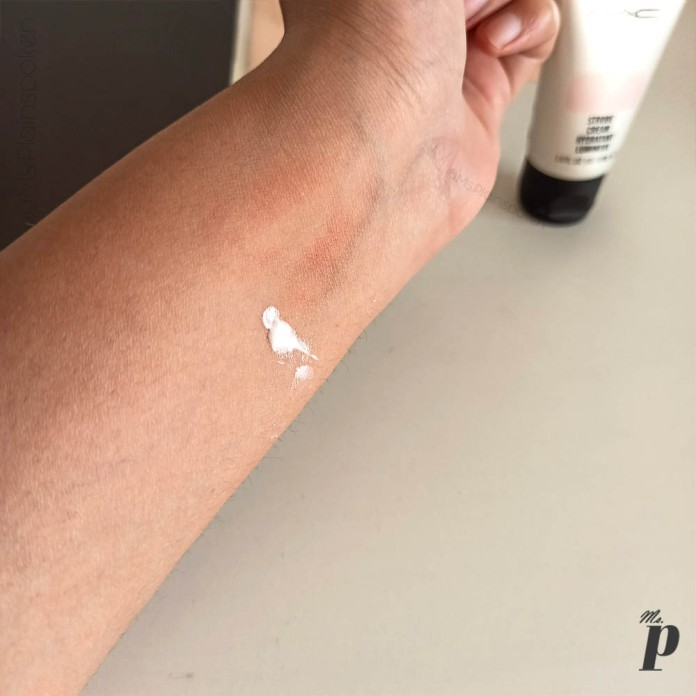 MAC Cosmetics Strobe Cream Review and Swatches on Indian Skin _product applied(11)
